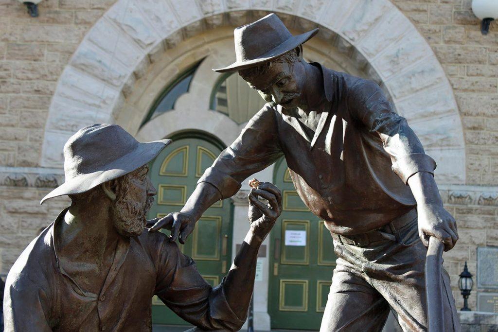 Gold diggers sculpture