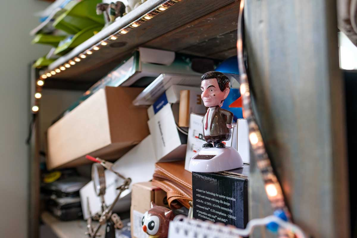 Cluttered Shelves | Axiom Communications